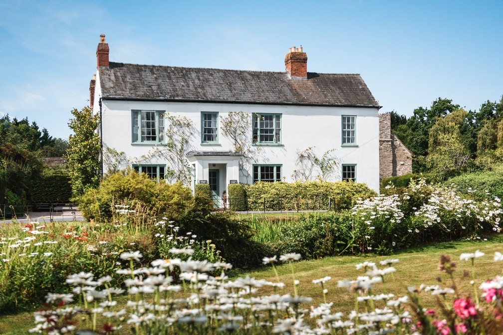 Luxury Self-Catering Riverside Cottage   Leominster, Herefordshire