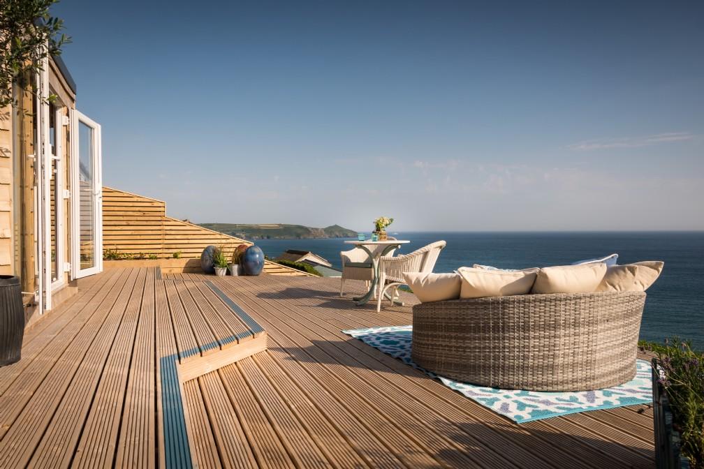 Daydreamer | Luxury Beach Hut | Freathy Cliff, Whitsand Bay