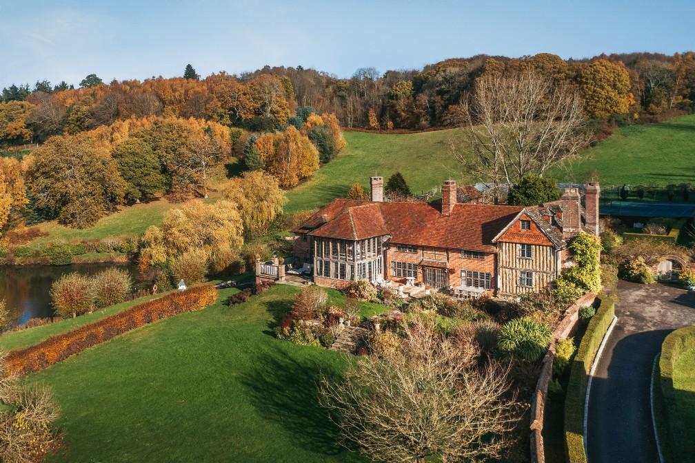 Guinevere | Luxury Self-Catering Manor | Shamley Green, Willinghurst