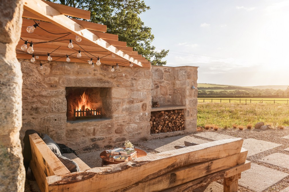 Modern luxury self-catering barn with hot tub | North Cornwall