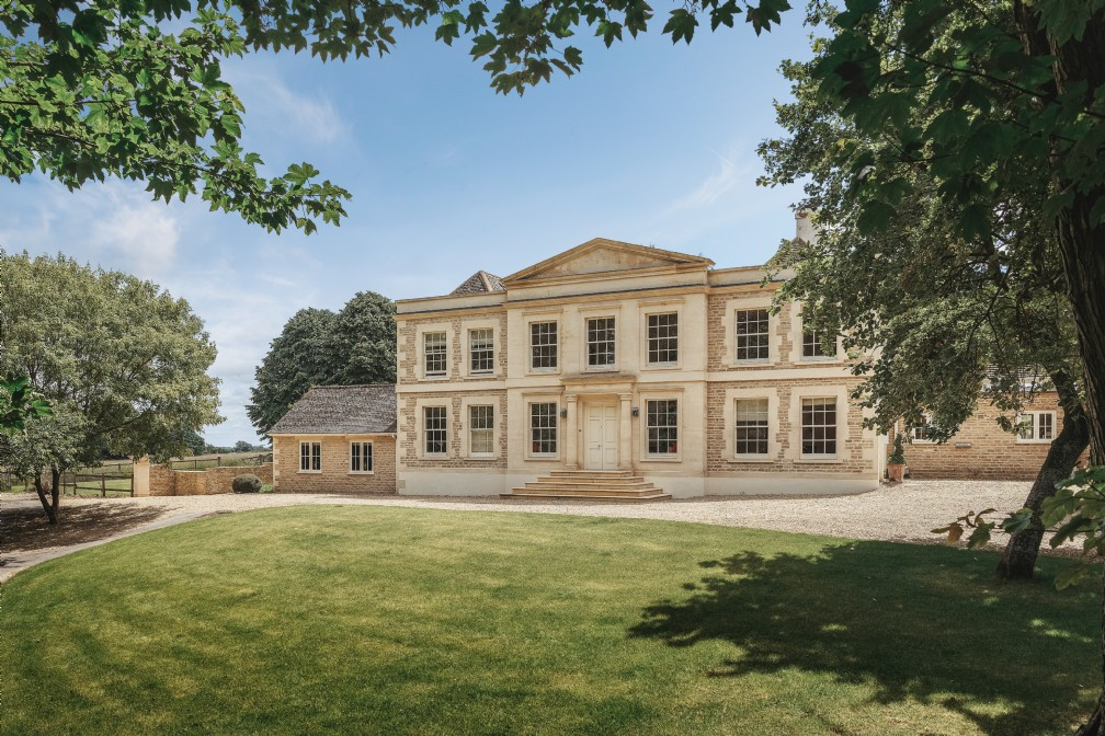 Large Country House near Cirencester in Ampney Crucis, Cotswolds